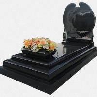 Campa em granito preto com anjo esculpido