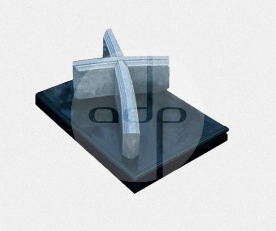 JS03 - Jazigo Subterrâneo com campa em granito preto com cruz em granito cinza Évora
